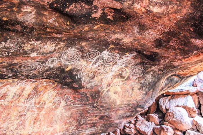 hoehlenmalerei-uluru-northern-territory